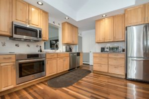 Kitchen with stainless stell applainces and hardwood floors