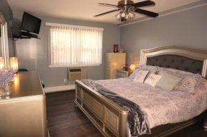 29 Springwood Dr N. Babylon bed