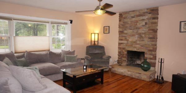 16 howe rd, coram livingroom