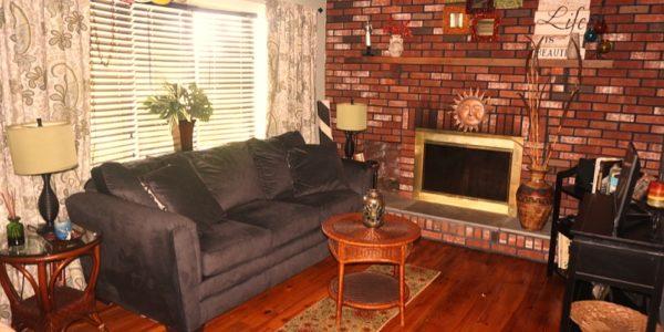 25 Zenith livingroom