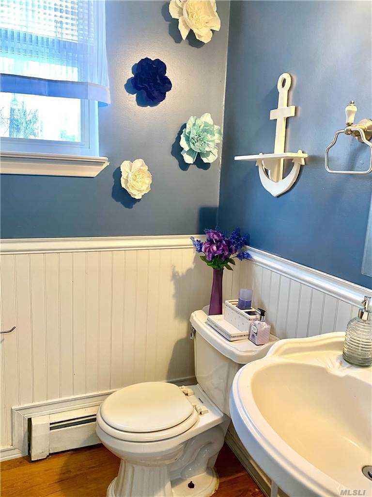 205 Hampton bath