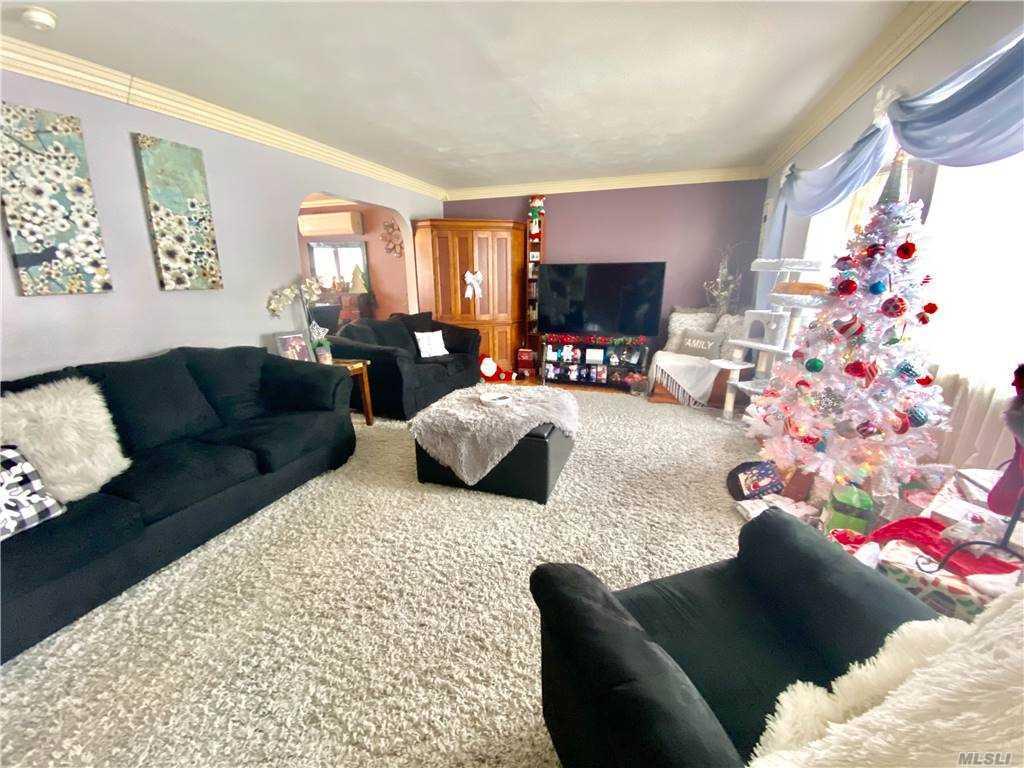 205 Hampton livingroom